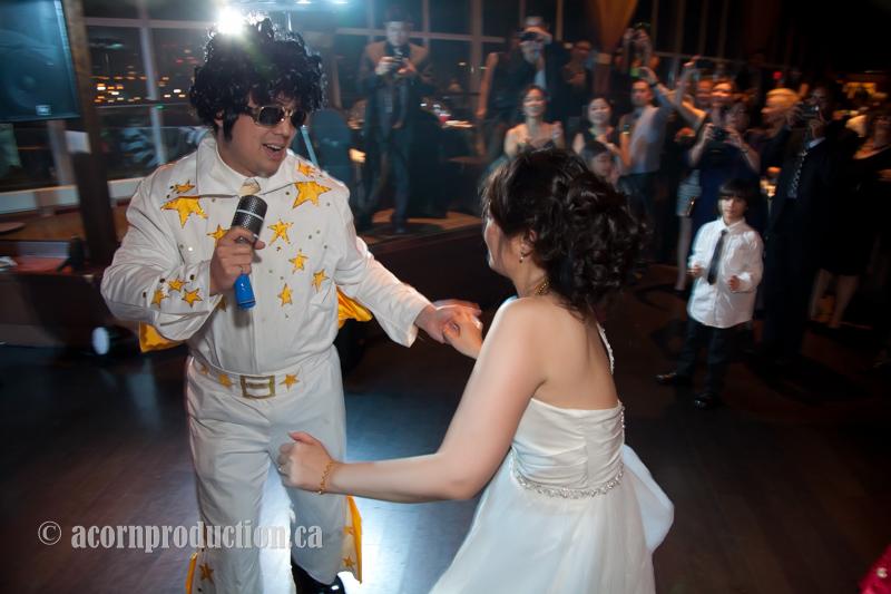 bride-dancing-with-groom-dress-as-elvis.jpg