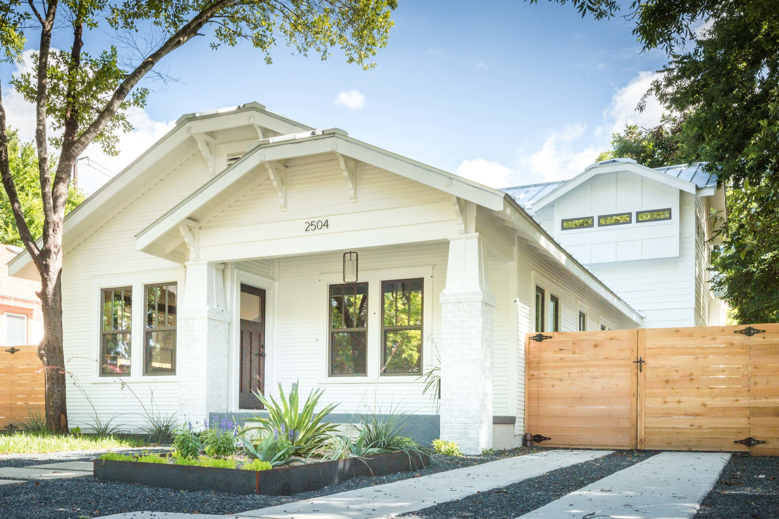 2504_WillowA_-_East_Austin_Bungalow_with_Modern_Addition_-_Holly_neighborhood-0004[2].jpg