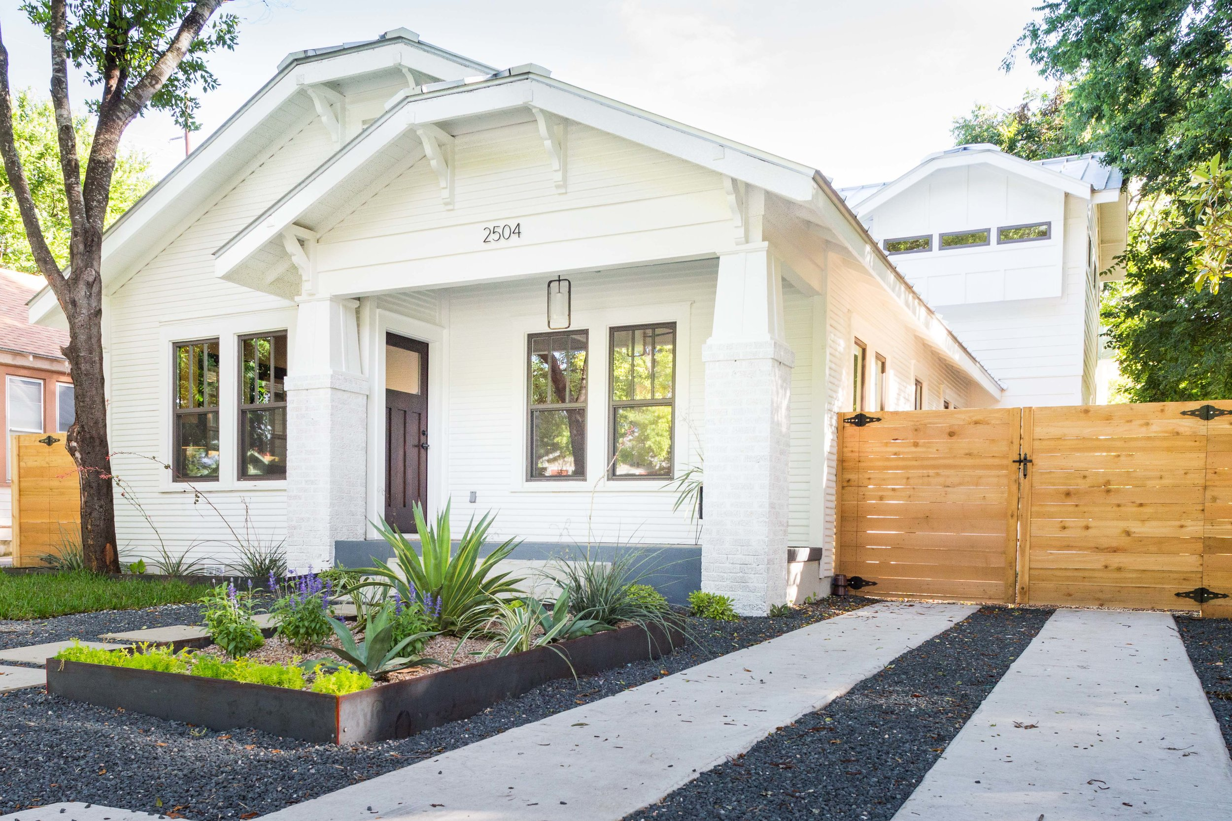 2504_WillowA_-_East_Austin_Bungalow_with_Modern_Addition_-_Holly_neighborhood-9754[1].jpg