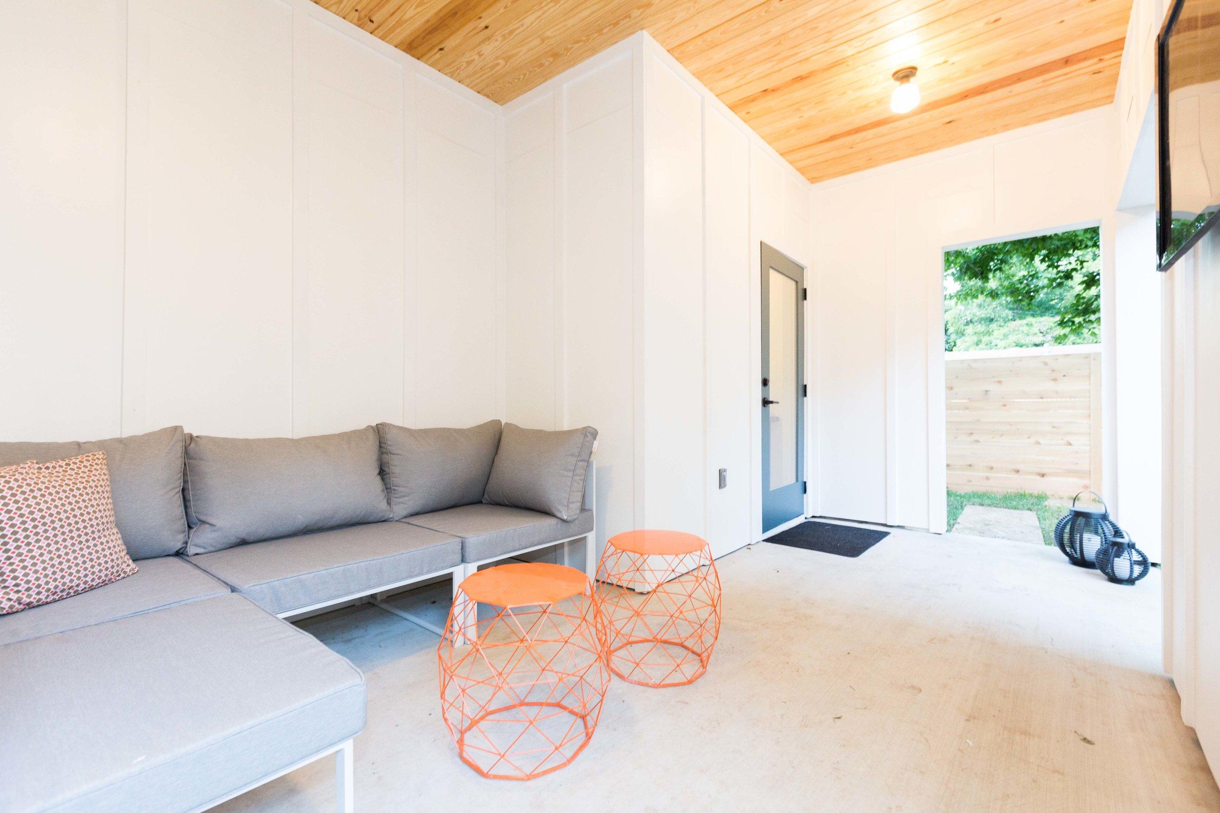2504_WillowB_-_East_Austin_Alley_House_Modern_Cottage-9741[1].jpg