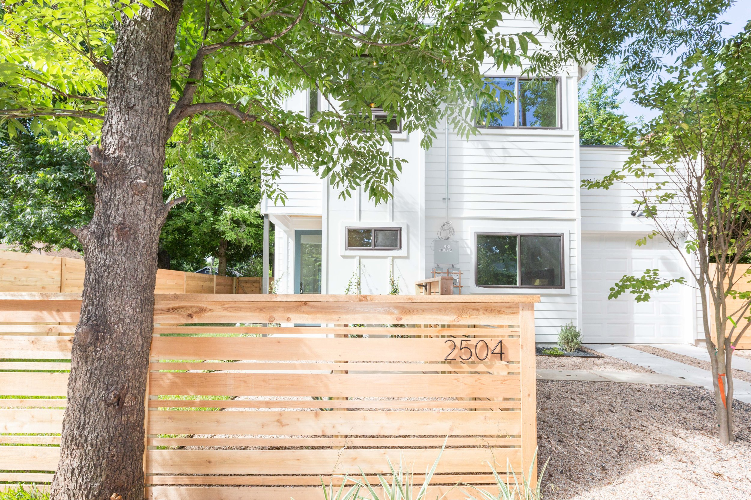 2504_WillowB_-_East_Austin_Alley_House_Modern_Cottage-9917[1].jpg