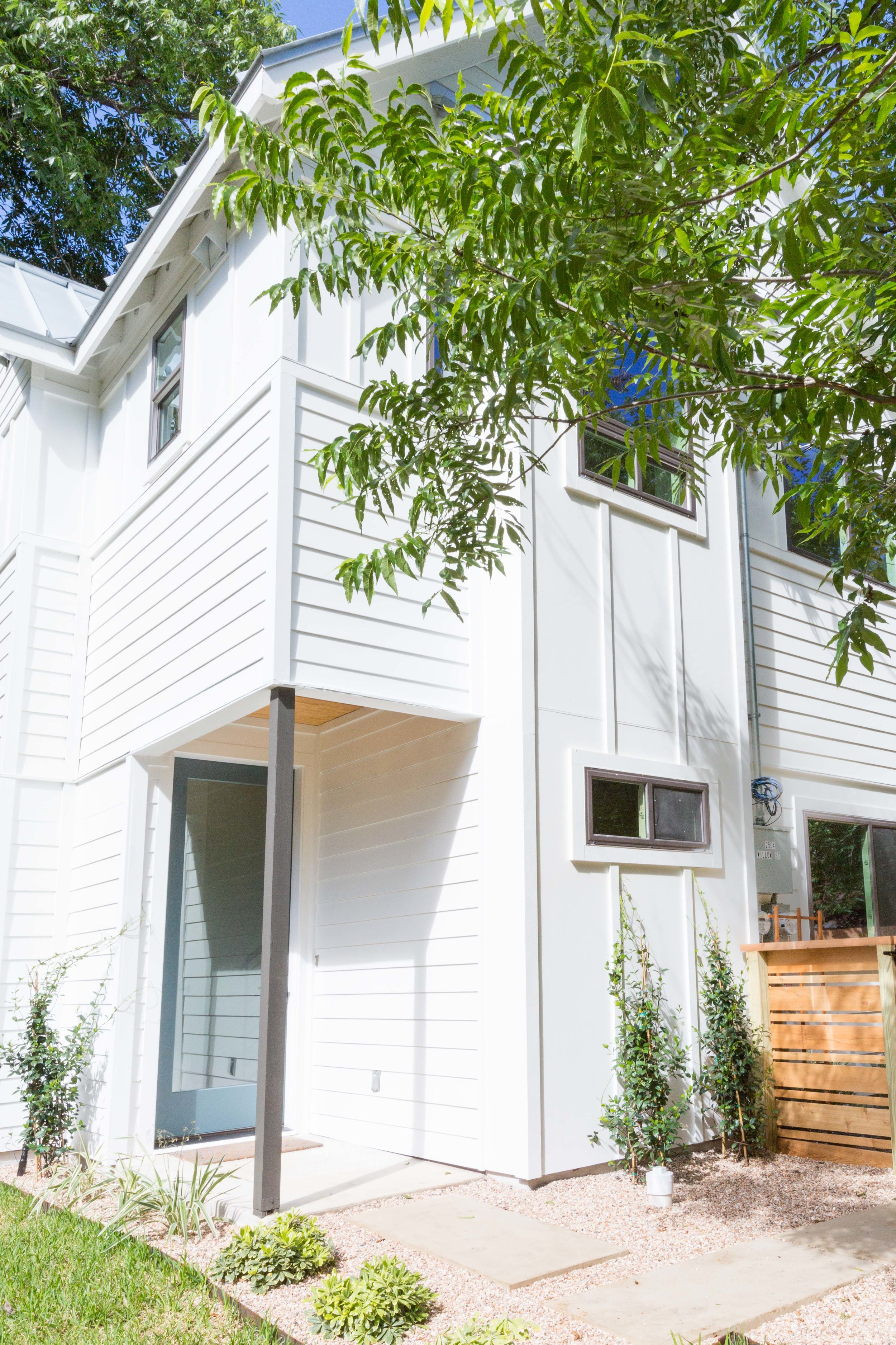 2504_WillowB_-_East_Austin_Alley_House_Modern_Cottage-9924[1].jpg