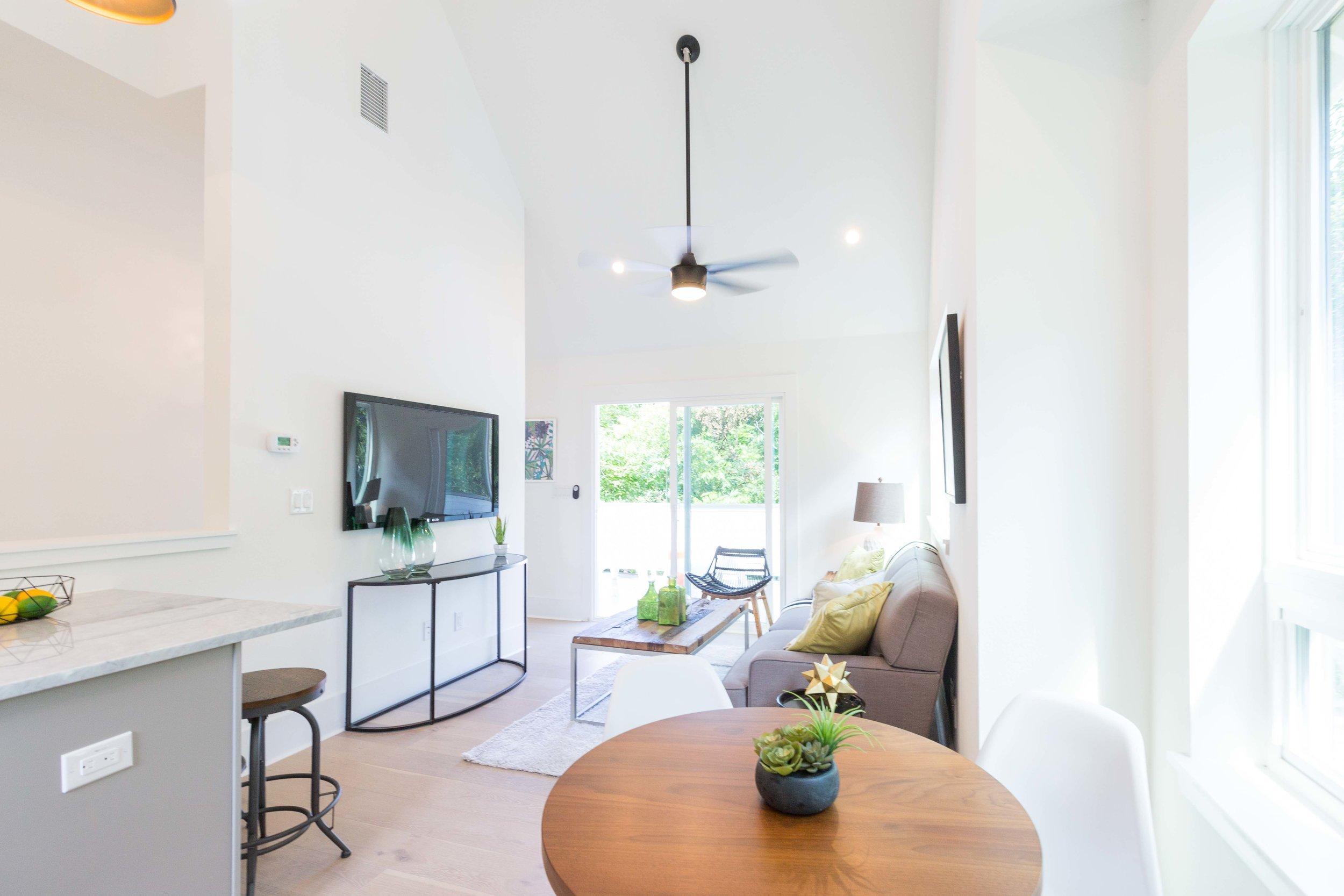 2504_WillowB_-_East_Austin_Alley_House_Modern_Cottage-9942[1].jpg