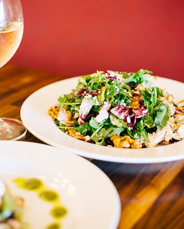 Salad & wine... it's a summer staple around here. ⠀⠀⠀⠀⠀⠀⠀⠀⠀ -⠀⠀⠀⠀⠀⠀⠀⠀⠀ -⠀⠀⠀⠀⠀⠀⠀⠀⠀ -⠀⠀⠀⠀⠀⠀⠀⠀⠀ #freshsalad #summerdiet #greengoddess #crunchy #isolapizza #isolapizzabar #isolapizzasd #italianfood #sdeats #diningout #youstaythirstysd #sandiego #bestpizza #authenticitalian #italiancuisine #lajolla #littleitaly #littleitalysd #sandiegoeats #yelpsd #youstayhungrysd #italian #pizza #coastcreative