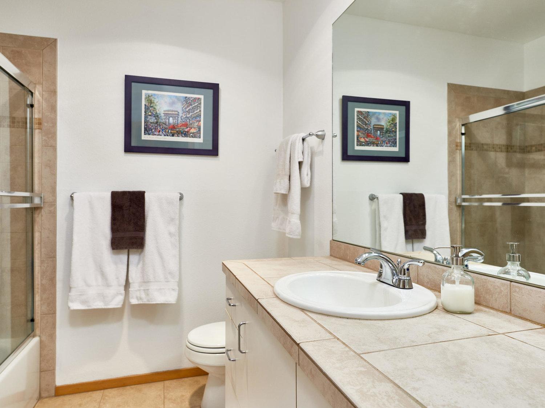 325+NW+Uptown+Terrace+Portland-MLS_Size-017-3-Bathroom-1920x1440-72dpi.jpg