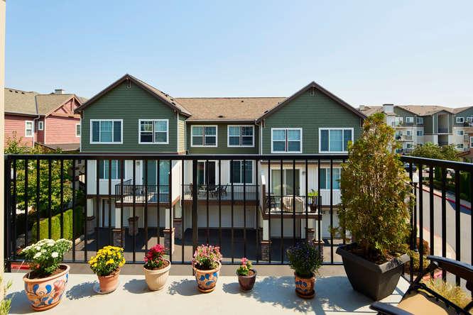 565+NW+Lost+Springs+Terrace-small-012-10-Balcony-666x445-72dpi.jpg