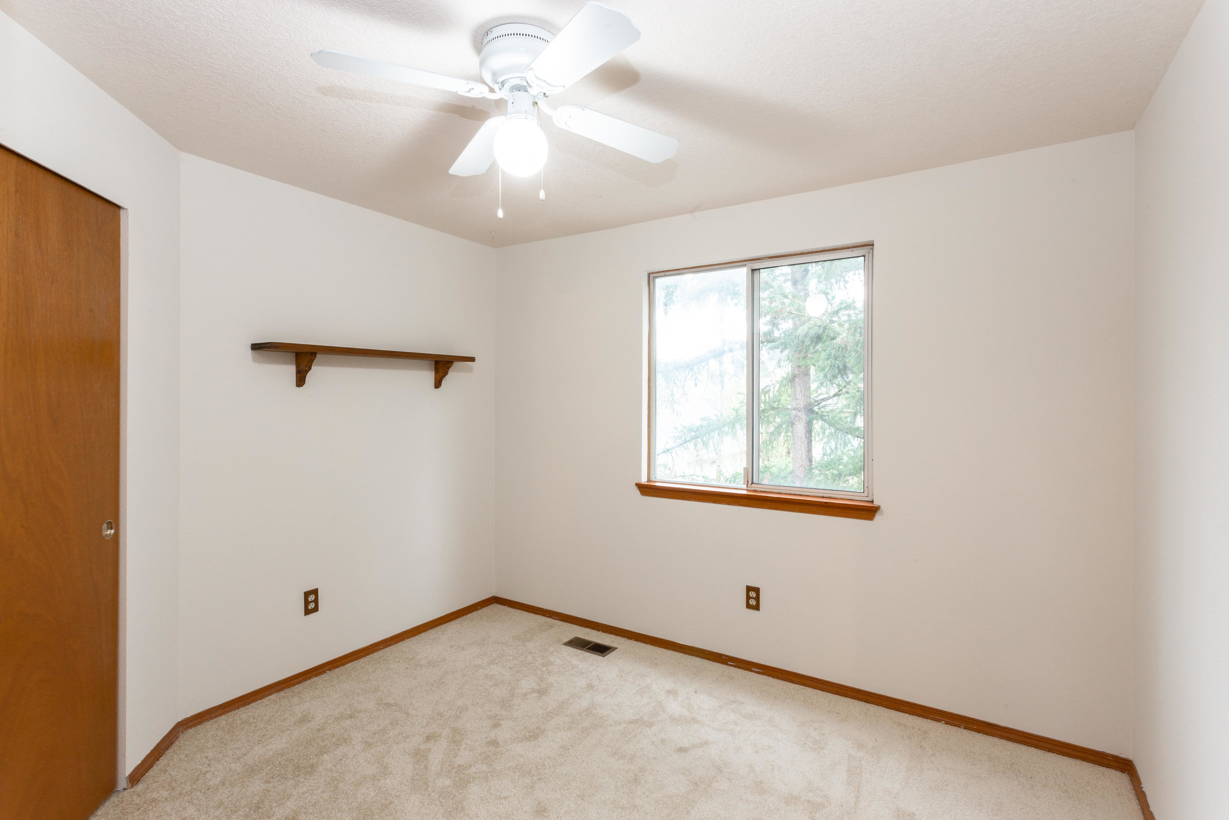 Upstairs bedrooms and hall bath are clean and ready for you to pick your colors (or not, and just leave them white!)