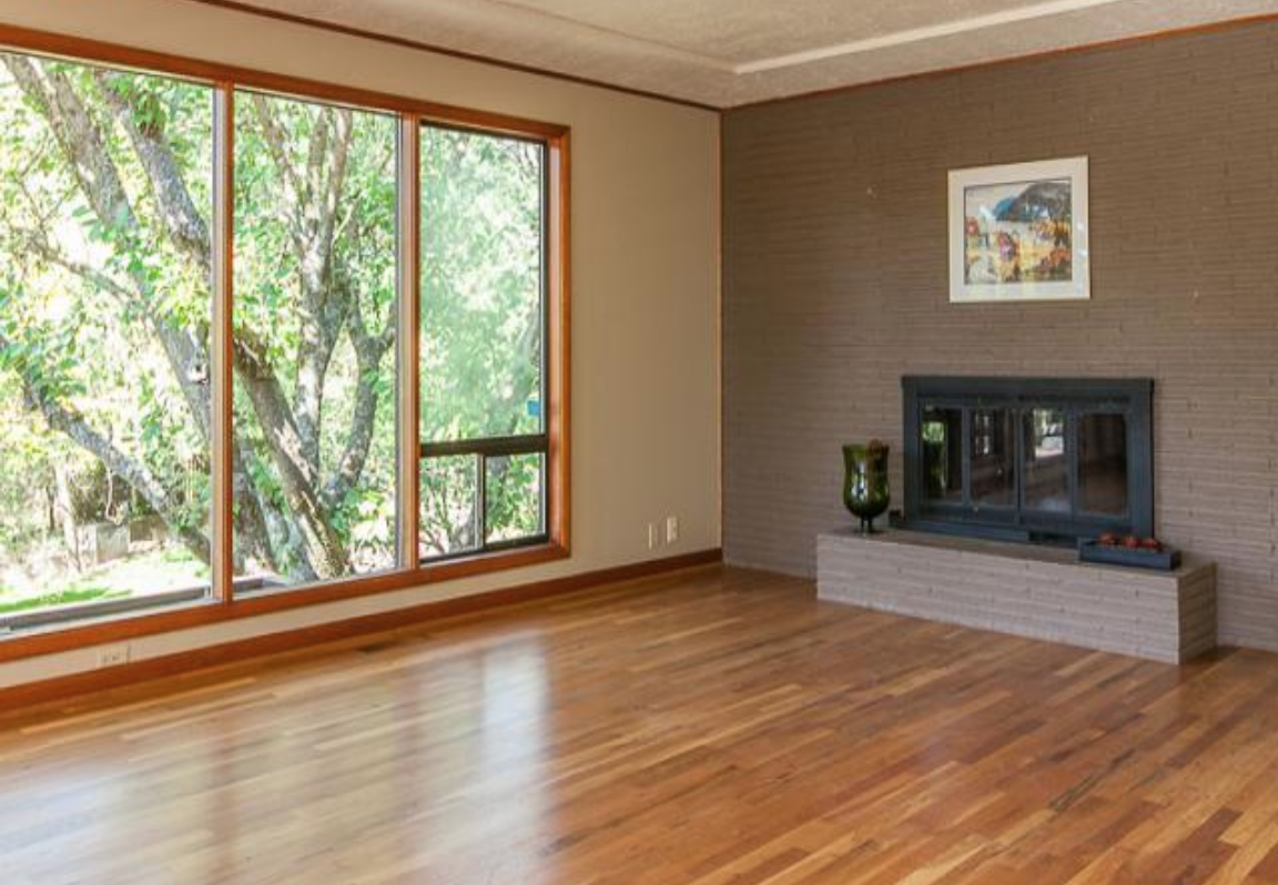 I loved that mid-century feel! Big windows, Roman brick, original wood floors… <swoon>
