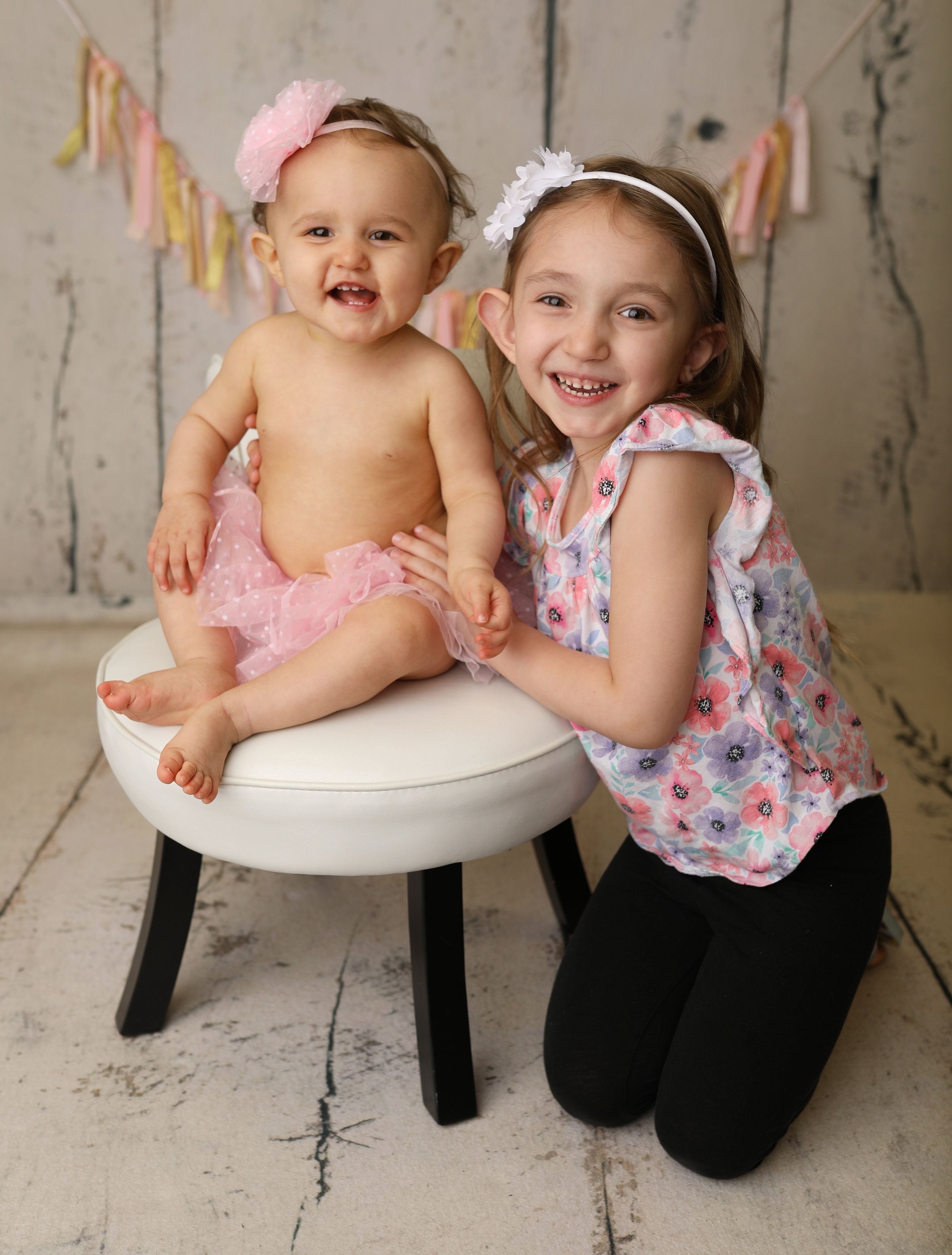 Western new york rochester ny cake smash first birthday photo sessions // digitial photo session downloads rochester ny // best kids photographers near me rochester ny