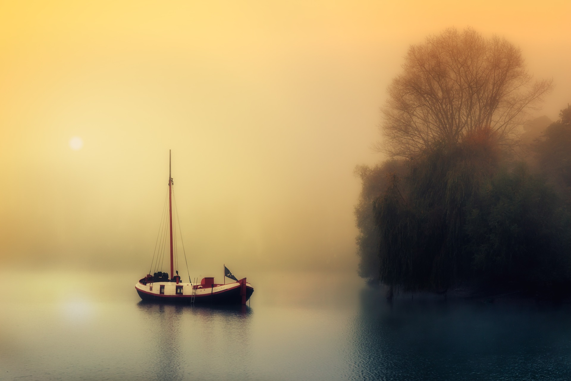 boat-1992137_1920.jpg