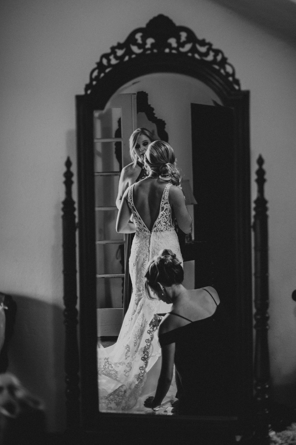 Getting Ready Wedding Photos by Reagan Aleea Photo in Los Angeles CA