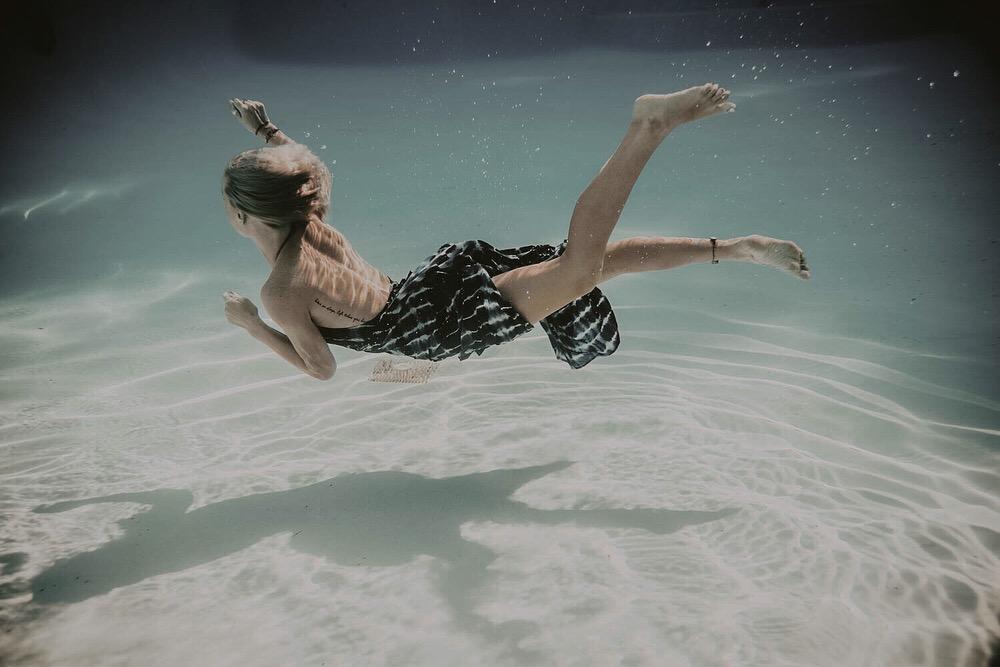 underwater fashion photographer