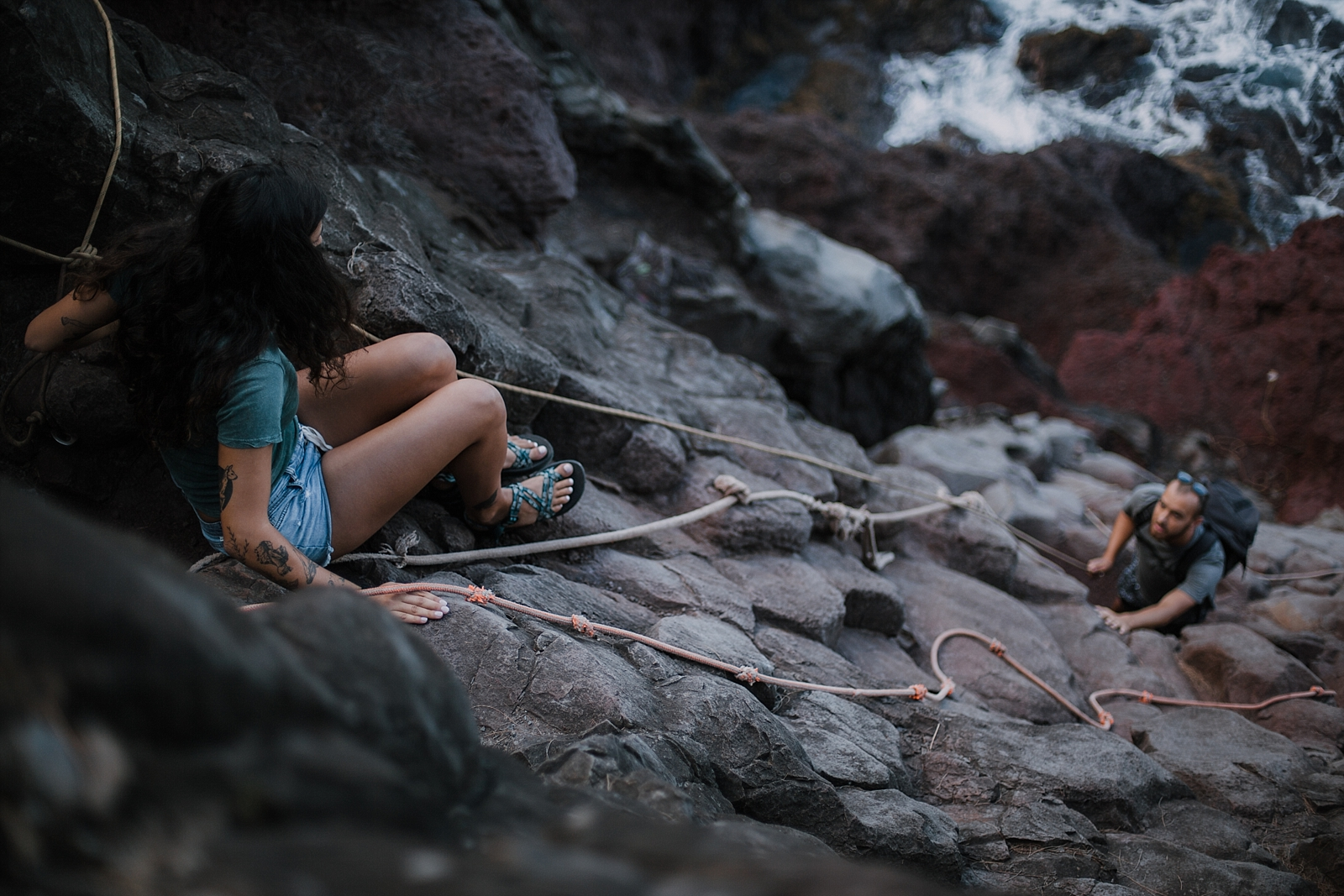 couple climbing, climbing engagements, lahaina wedding photographer, maui wedding photographer, hawaii wedding photographer, hawaii adventure photographer