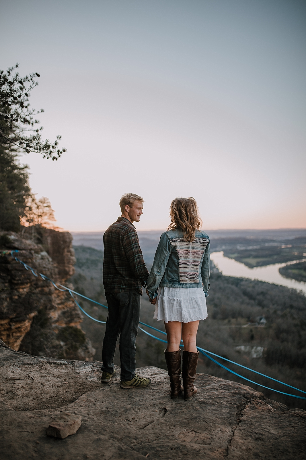 couple highlining, adventurous engagements, highlining, slacklining, linville gorge wilderness, signal point engagements, chattanooga elopement, chattanooga highline, chattanooga highlining