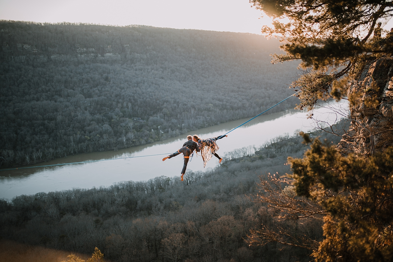 couple highlining, adventurous engagements, highlining, slacklining, linville gorge wilderness, signal point engagements, chattanooga elopement, tennessee highline, tennessee highlining