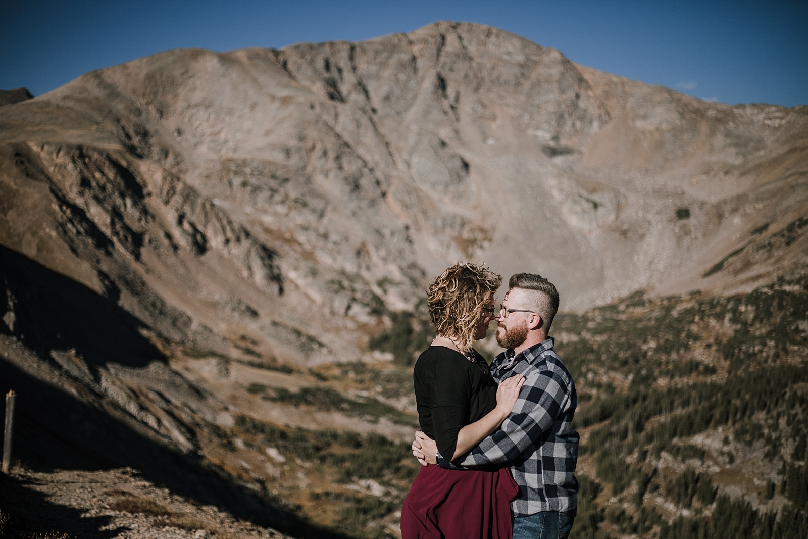 couple kissing, colorado 13er, hike little echo lake, backpacking james peak wilderness, hike james peak lake, james peak elopement, winter park elopement, backpacking winter park