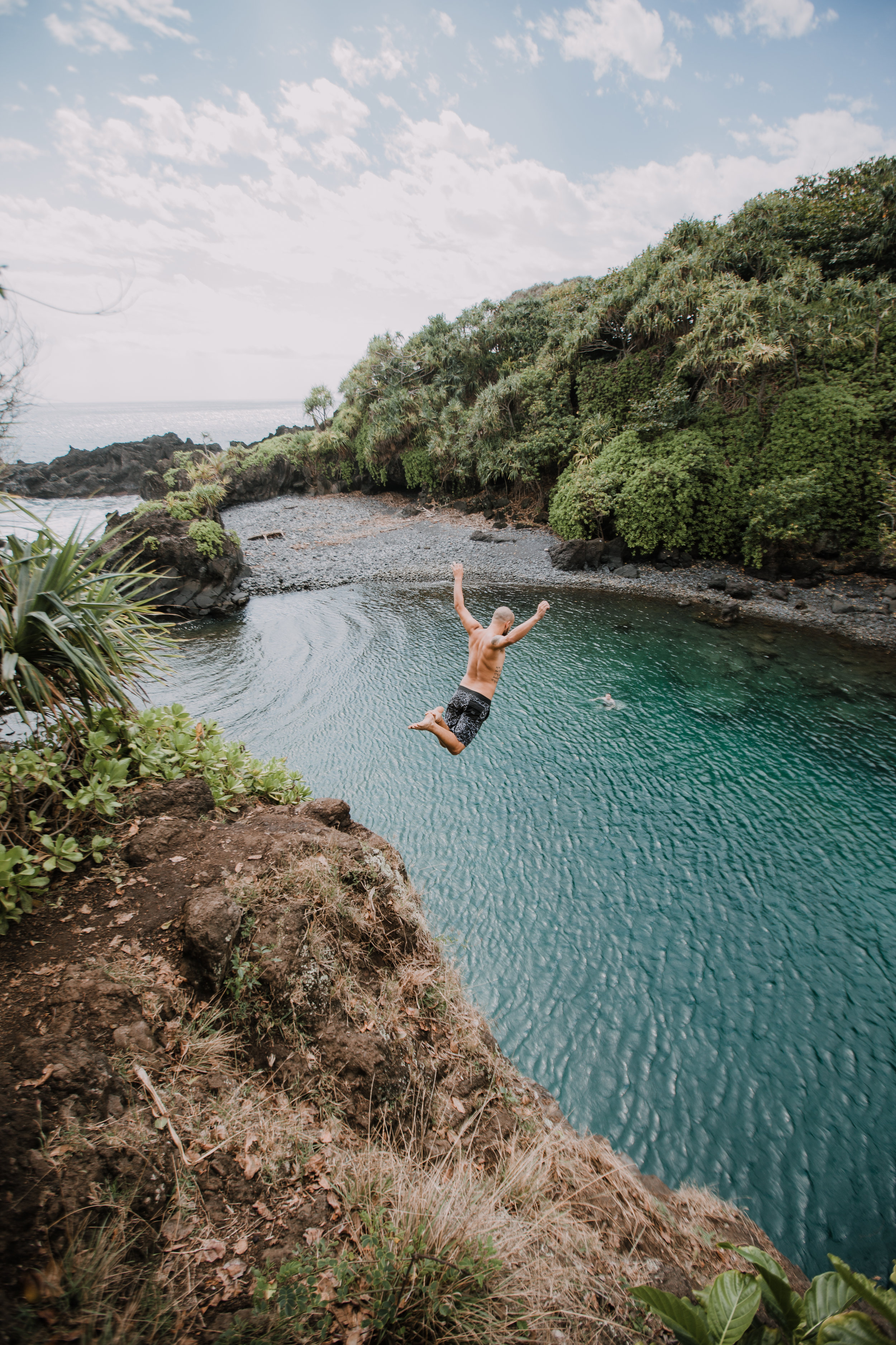 hawaii cliff jumping, seven sacred pools at ohe'o, island hiking, road to hana, hawaii wedding photographer, hawaii elopement photographer, maui wedding, maui engagements, maui elopement