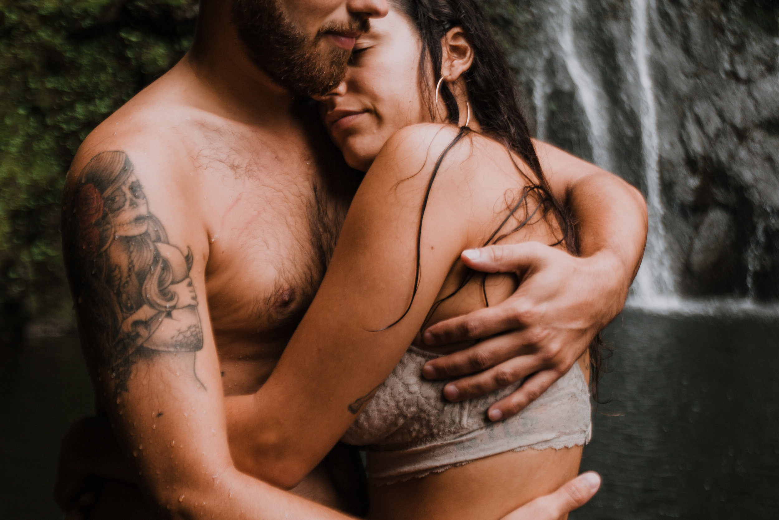 couple hugging, hana maui waterfall, hawaii waterfall, road to hana, maui waterfall, hawaii wedding photographer, hawaii elopement photographer, maui wedding, maui engagements, maui elopement