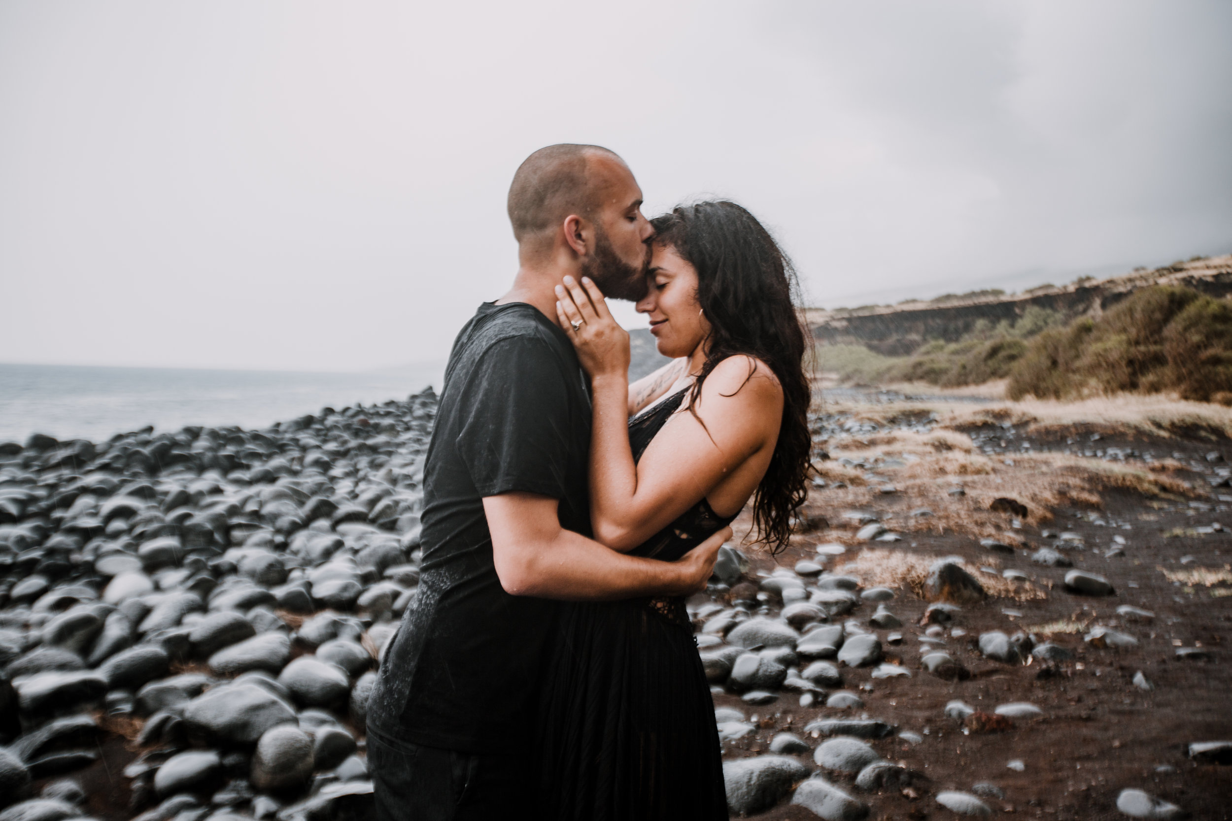 couple on kaupo beach, hawaiian volcanic eruption, lava flow rock, haleakala national park, hawaii wedding photographer, hawaii elopement photographer, maui wedding, maui engagements, maui elopement