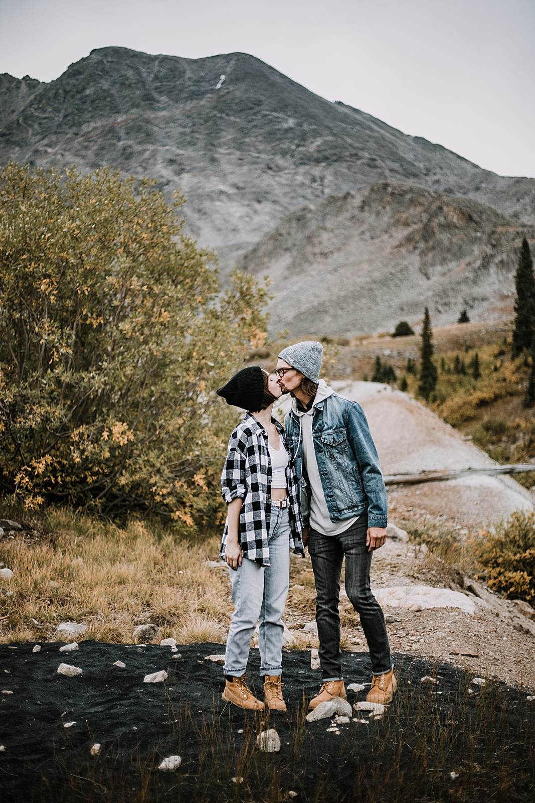 couple kissing, colorado mining, hike mayflower gulch, mayflower gulch proposal, mayflower gulch elopement, mayflower gulch wedding, mayflower gulch engagments, leadville elopement, leadville wedding