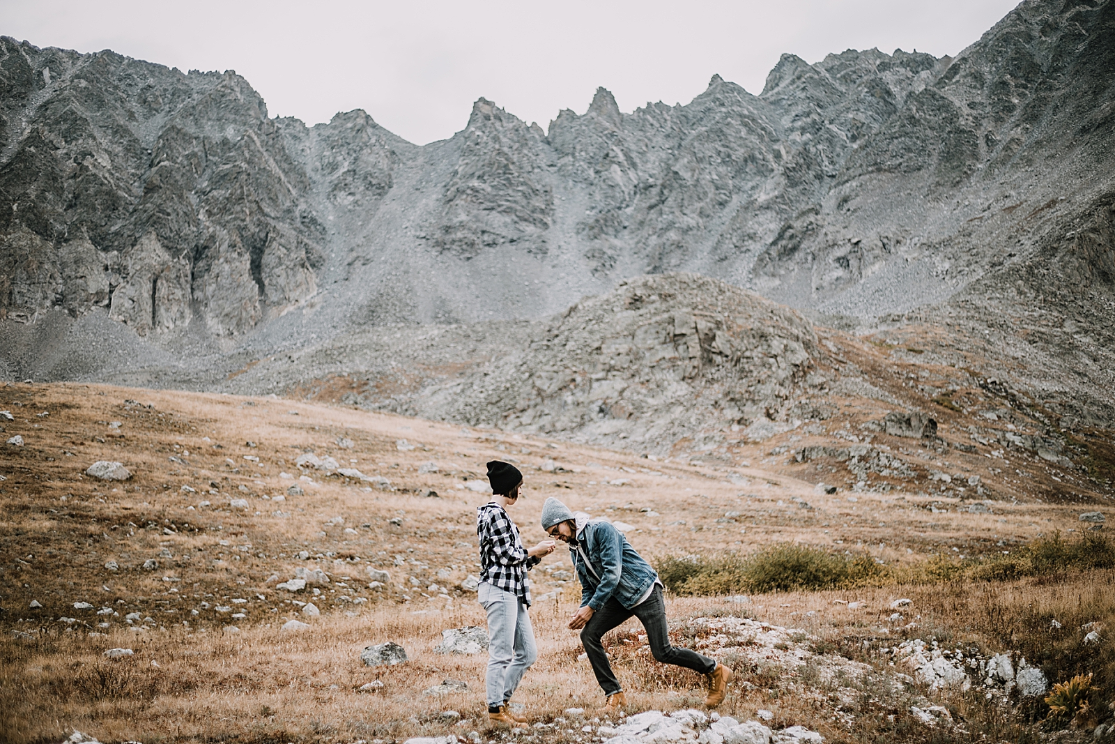 colorado mountain proposal, hike mayflower gulch, mayflower gulch proposal, mayflower gulch elopement, mayflower gulch wedding, mayflower gulch engagments, leadville elopement, leadville wedding