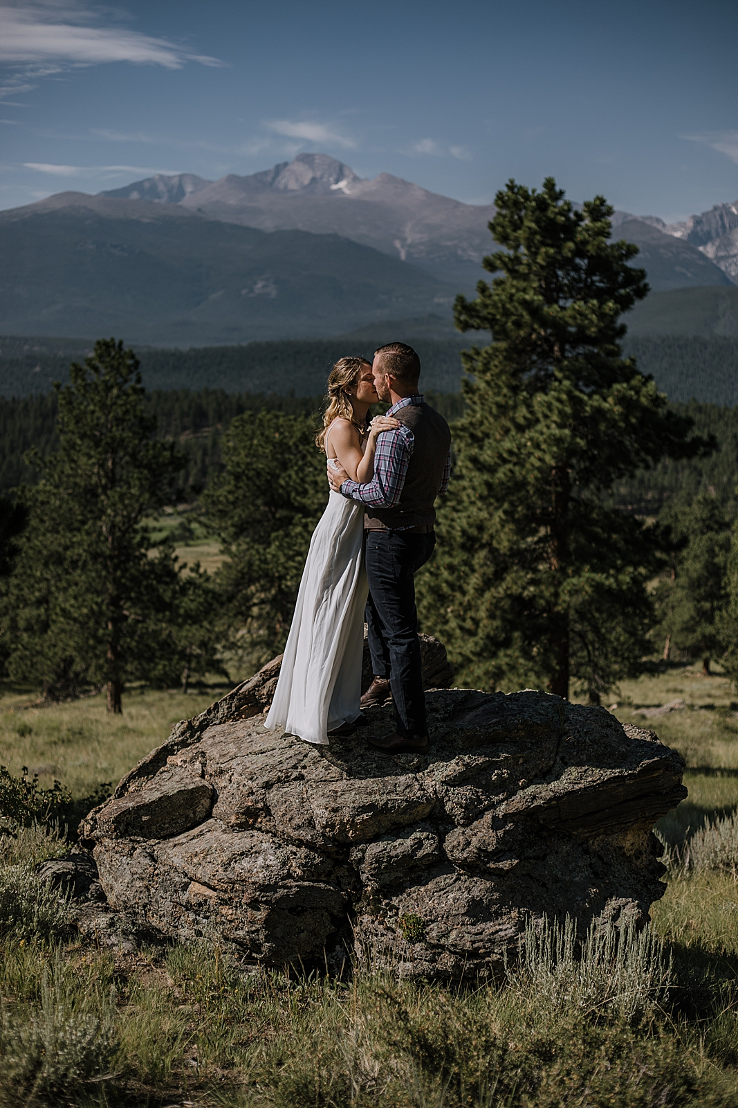 couple kissing, RMNP elopement ceremony, rocky mountain national park elopement, 3M curves elopement, self solemnizing, self solemnization, long's peak, hiking elopement, estes park elopement