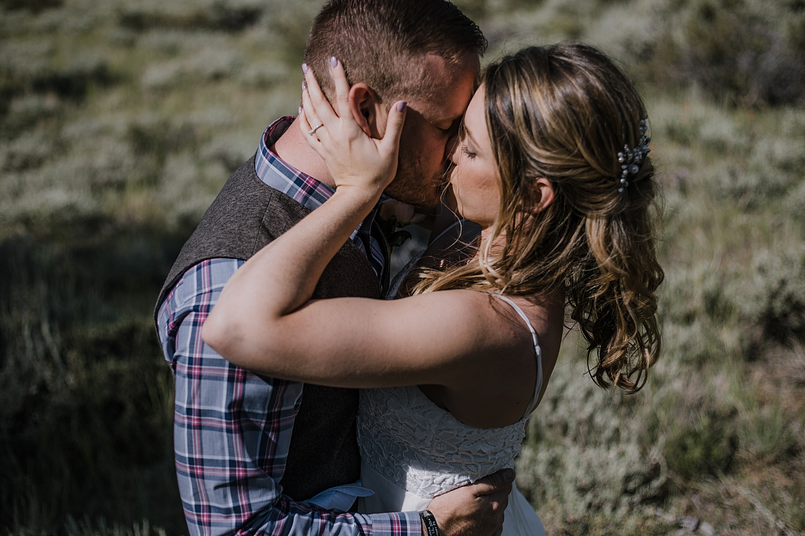 bride and groom kissing, RMNP elopement ceremony, rocky mountain national park elopement, 3M curves elopement, self solemnizing, self solemnization, long's peak, summer elopement, estes park elopement