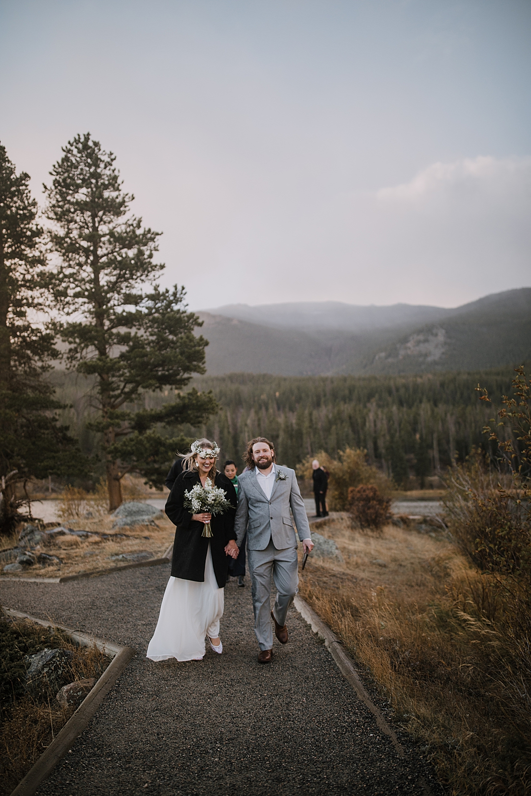 hiking couple, sprague lake dock elopement, sunrise elopement, colorado elopement, sprague lake elopement, rocky mountain national park elopement, adventurous colorado hiking elopement