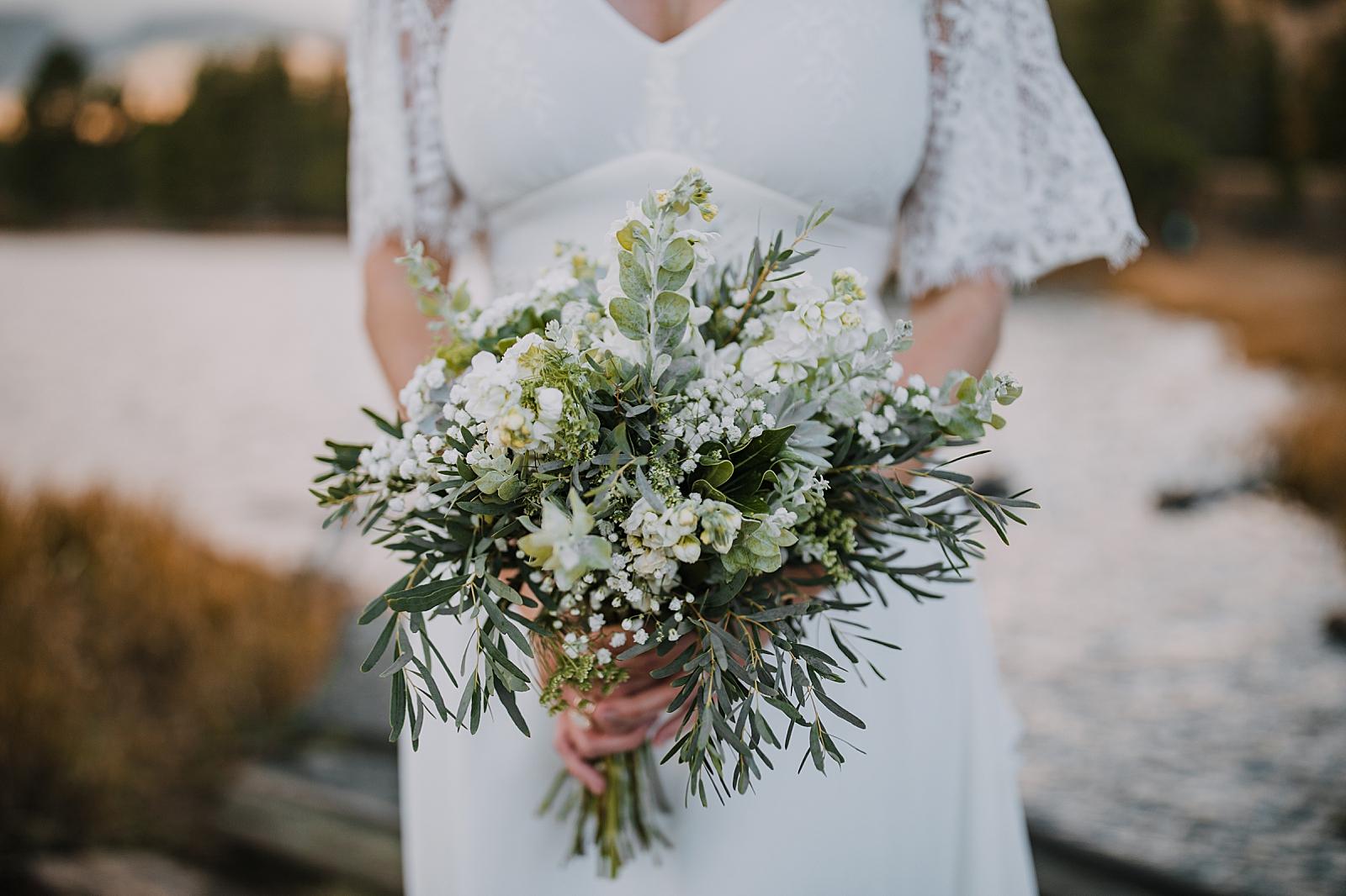 bridal bouquet, sprague lake dock elopement, sunrise elopement, colorado elopement, sprague lake elopement, rocky mountain national park elopement, adventurous colorado hiking elopement