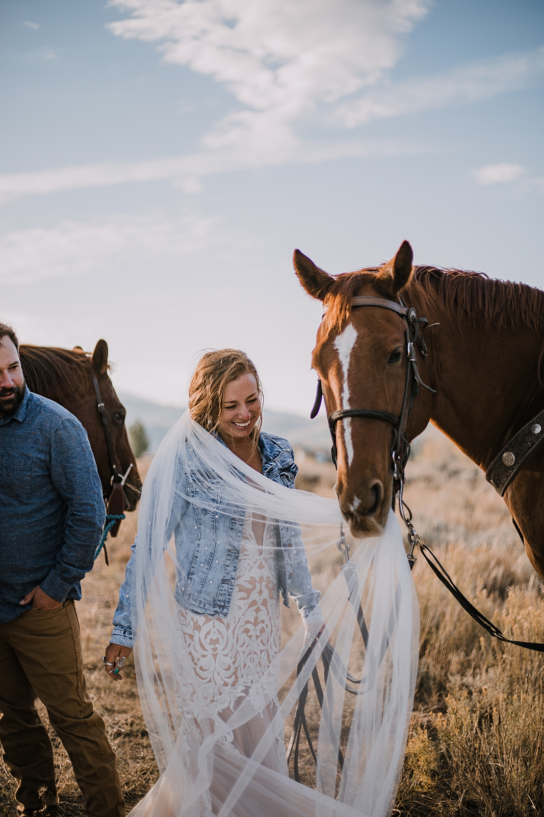 bride and groom riding horses, sunrise horseback riding in colorado, silverthorne colorado elopement, silverthorne colorado wedding, horseback riding on your wedding day, day after session
