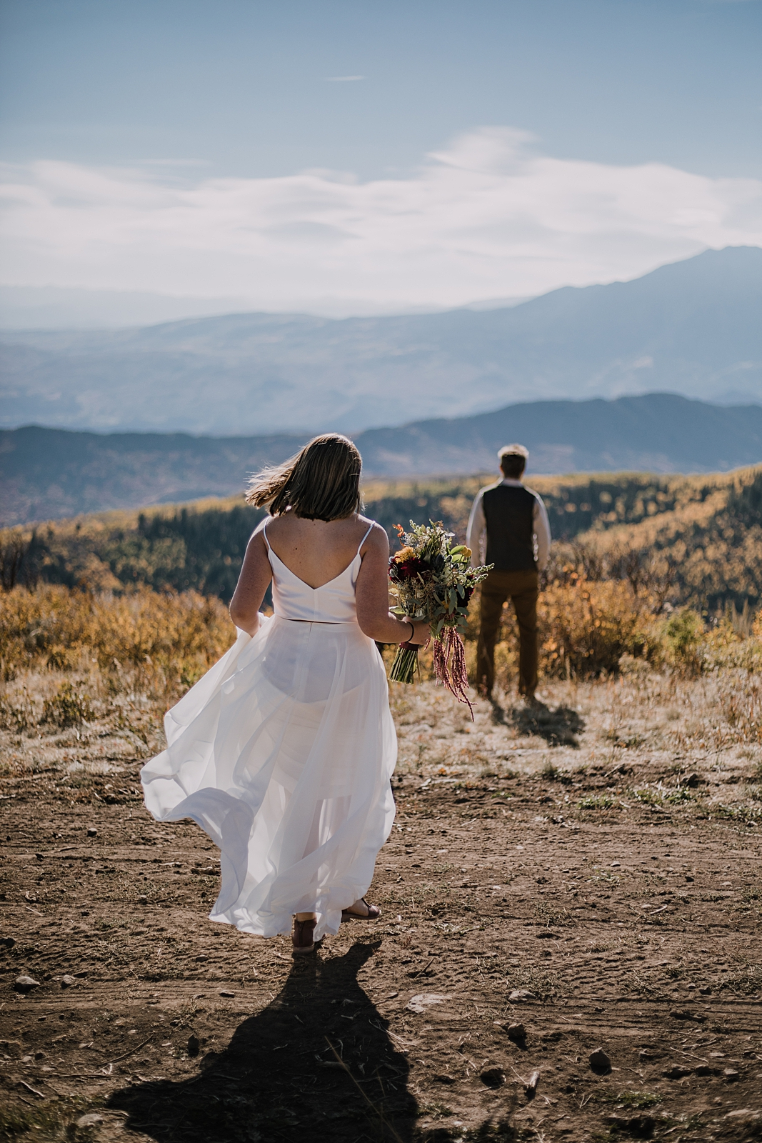 bride and groom first look, sunlight mountain elopement, hiking sunlight mountain resort in glenwood springs colorado, glenwood springs colorado hiking elopement, sunrise sunlight mountain wedding
