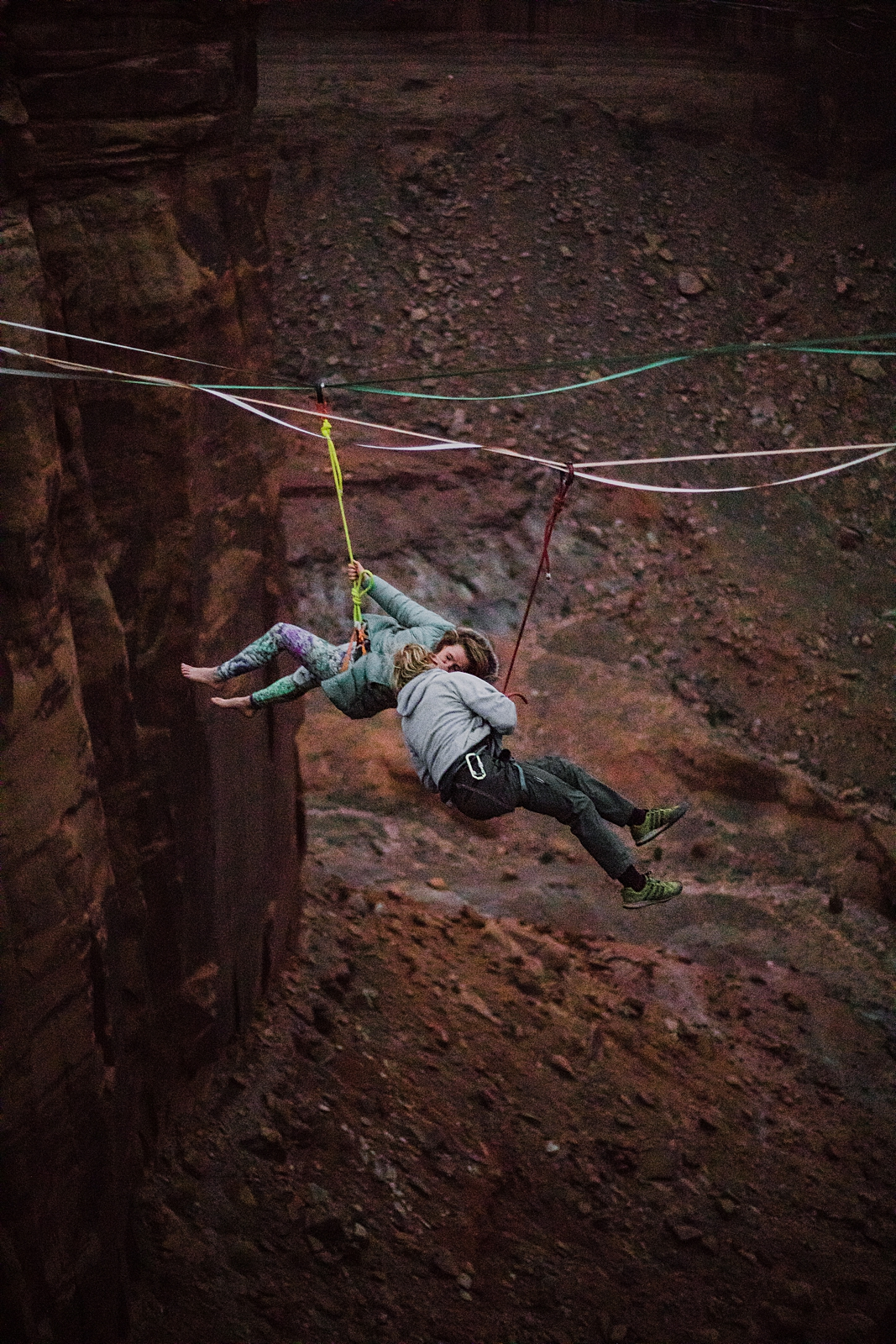 sunset highlining at the fruitbowl, couple kissing on highlines, moab utah, engagements, desert love, hiking in moab, hiking in canyonlands national park, fruit bowl elopement, highlining elopement
