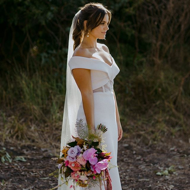 Such a stunning Bride, that dress and bouquet combo!! Loved working with you @tamstrach . . . #stunning #summerwedding #weddingbouquet #florist #shireflorist #shirewedding #beautifulbride #fetedefleurbride