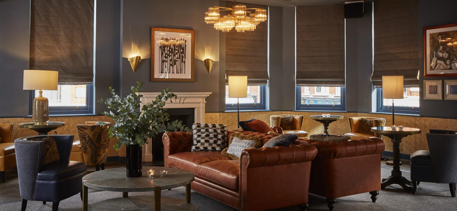 alberts lounge-1 (1).jpg