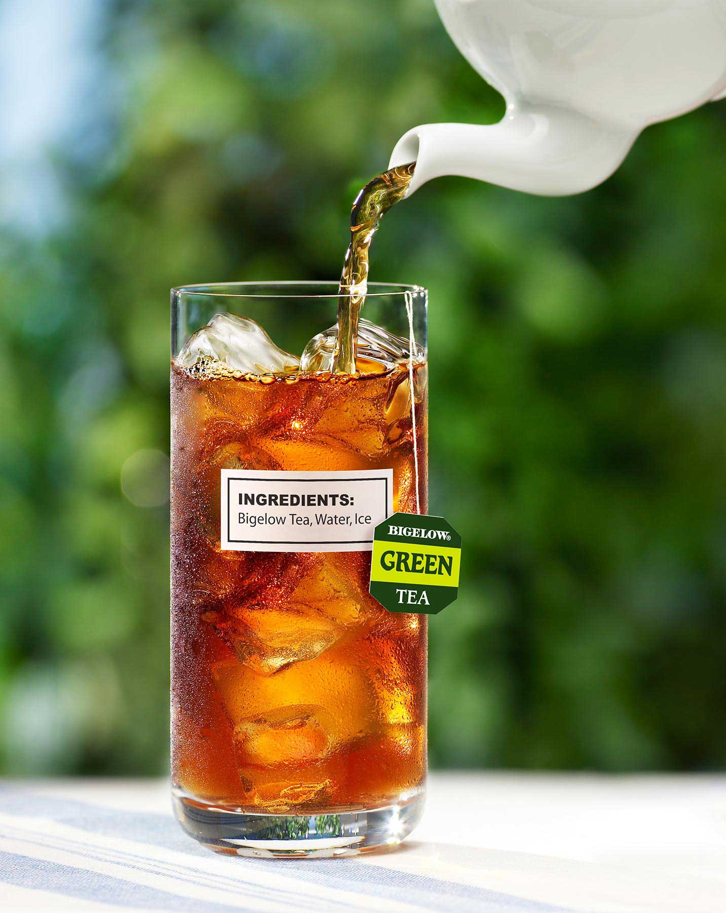 Bigelow-ice-tea-pouring2.jpg