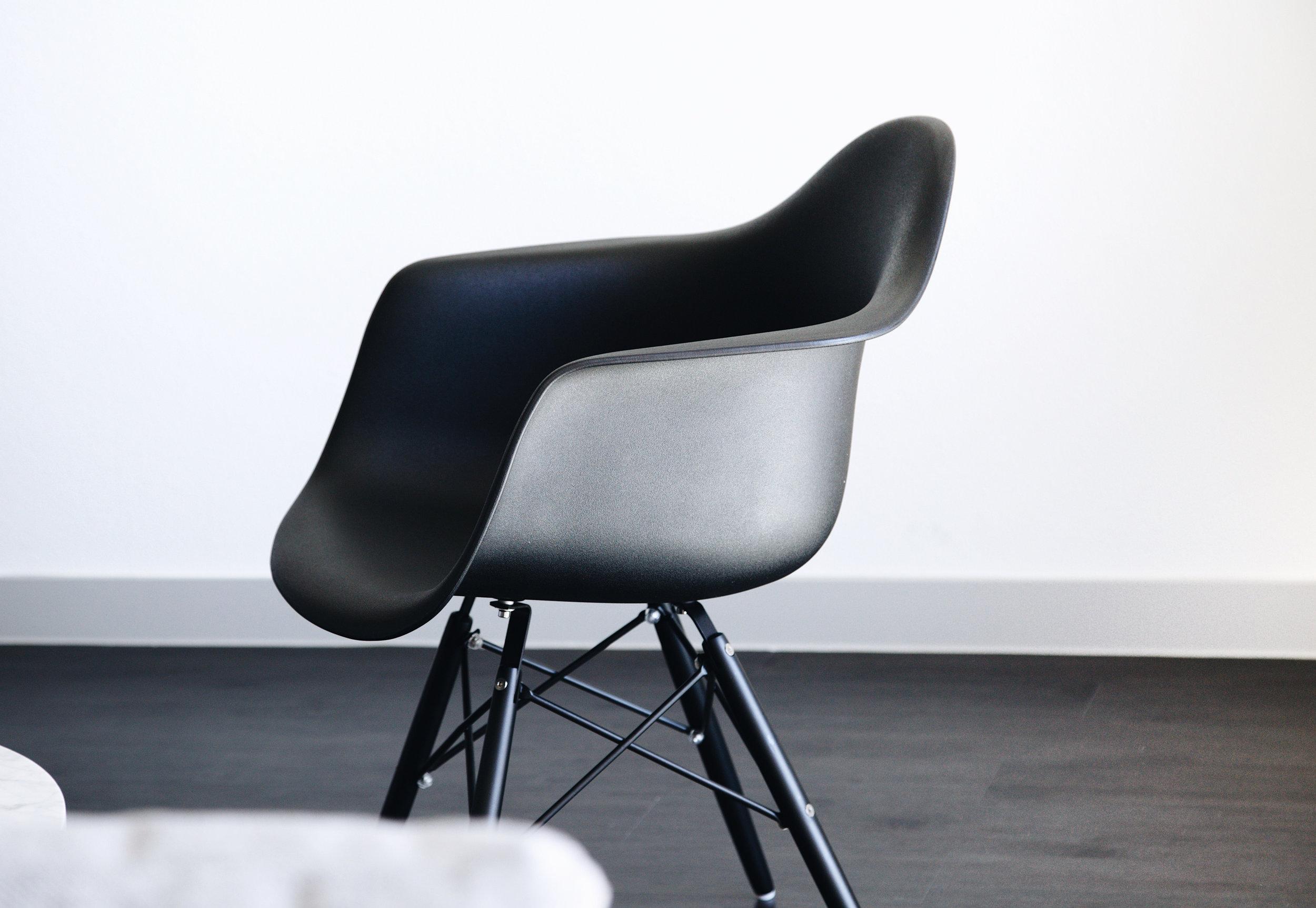 OQ chair black.jpg