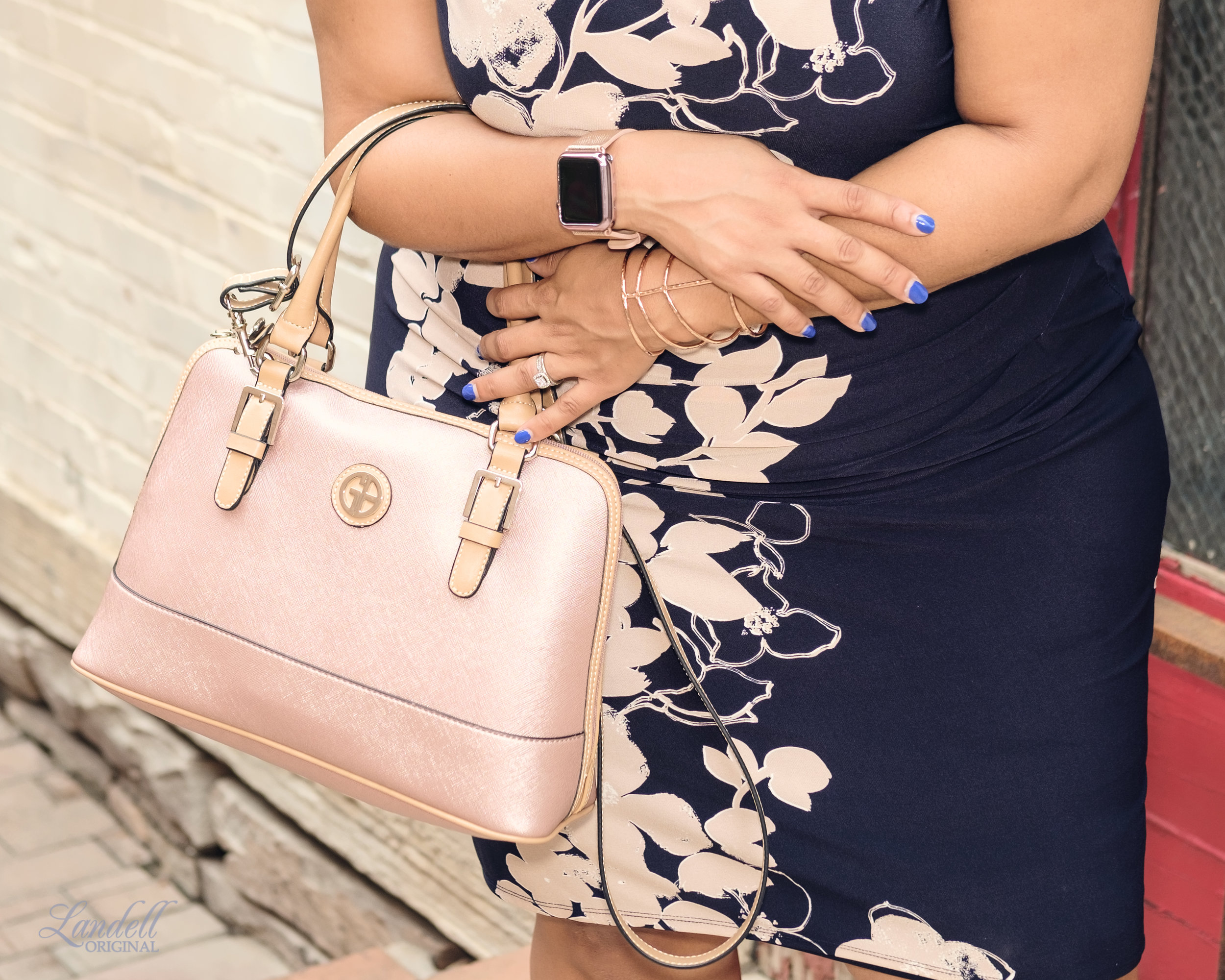 I saw this rose gold Giani Bernini bag at  Macy's  and fell in love with it. It's a perfect neutral color that goes with everything!