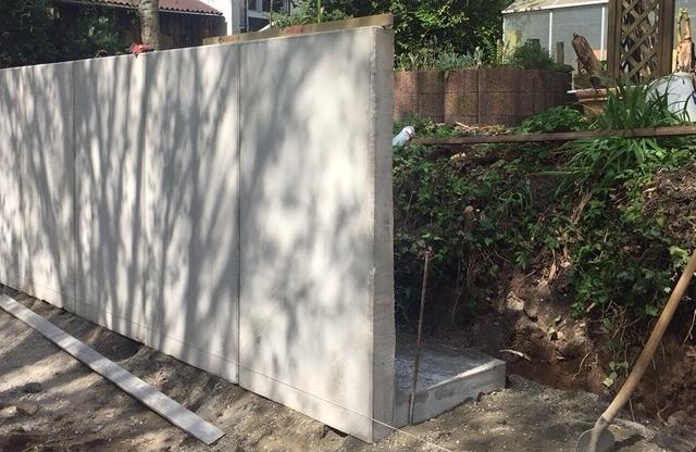 Böschungssicherung - Mehr Garten nutzen. Bei Grundstücken in Hanglage empfiehlt sich der Bau von Mauerscheiben. Aber auch andere Baustoffe sind geeignet um der Steigung den Kampf anzusagen. Schaffen Sie sich Platz!