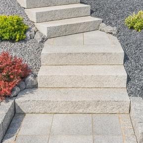 Blockstufen - Der schnelle Weg nach oben führt über die Treppe. Sie benötigen einen Zugang zum Garten - Blockstufen sind schnell gesetzt.