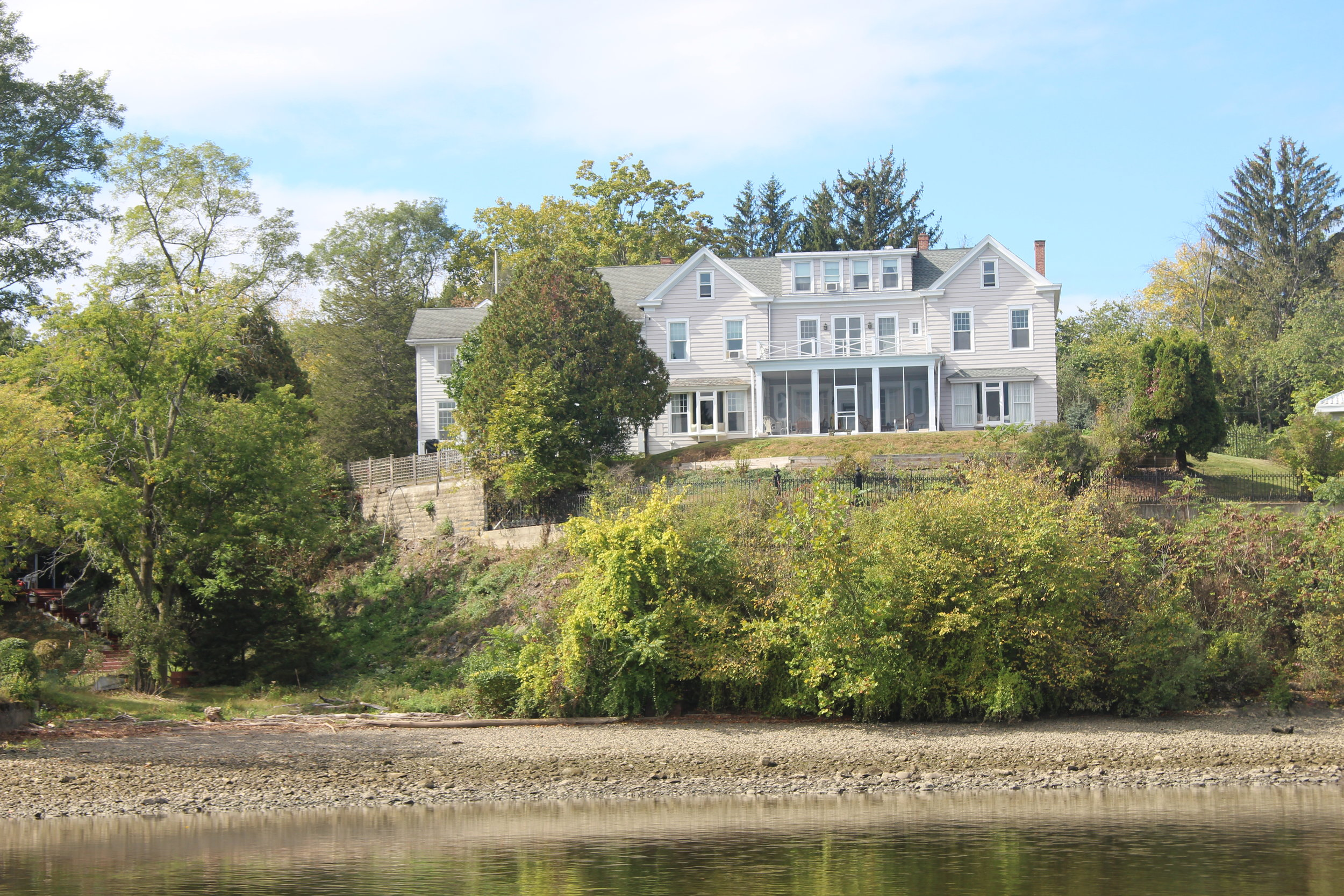 So many gorgeous homes along the Hudson.