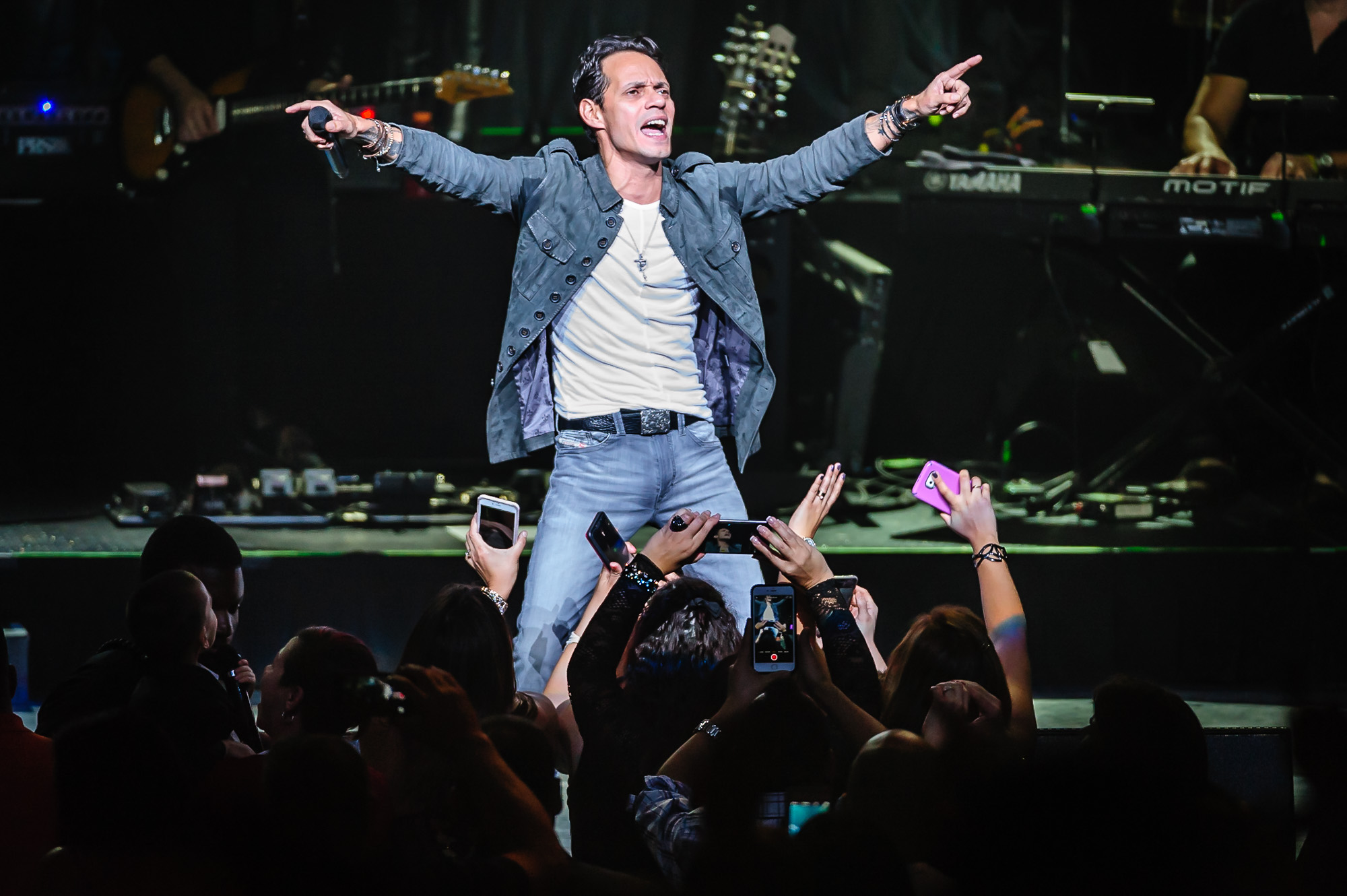 0835_blu_Marc_Anthony@Foxwoods.jpg