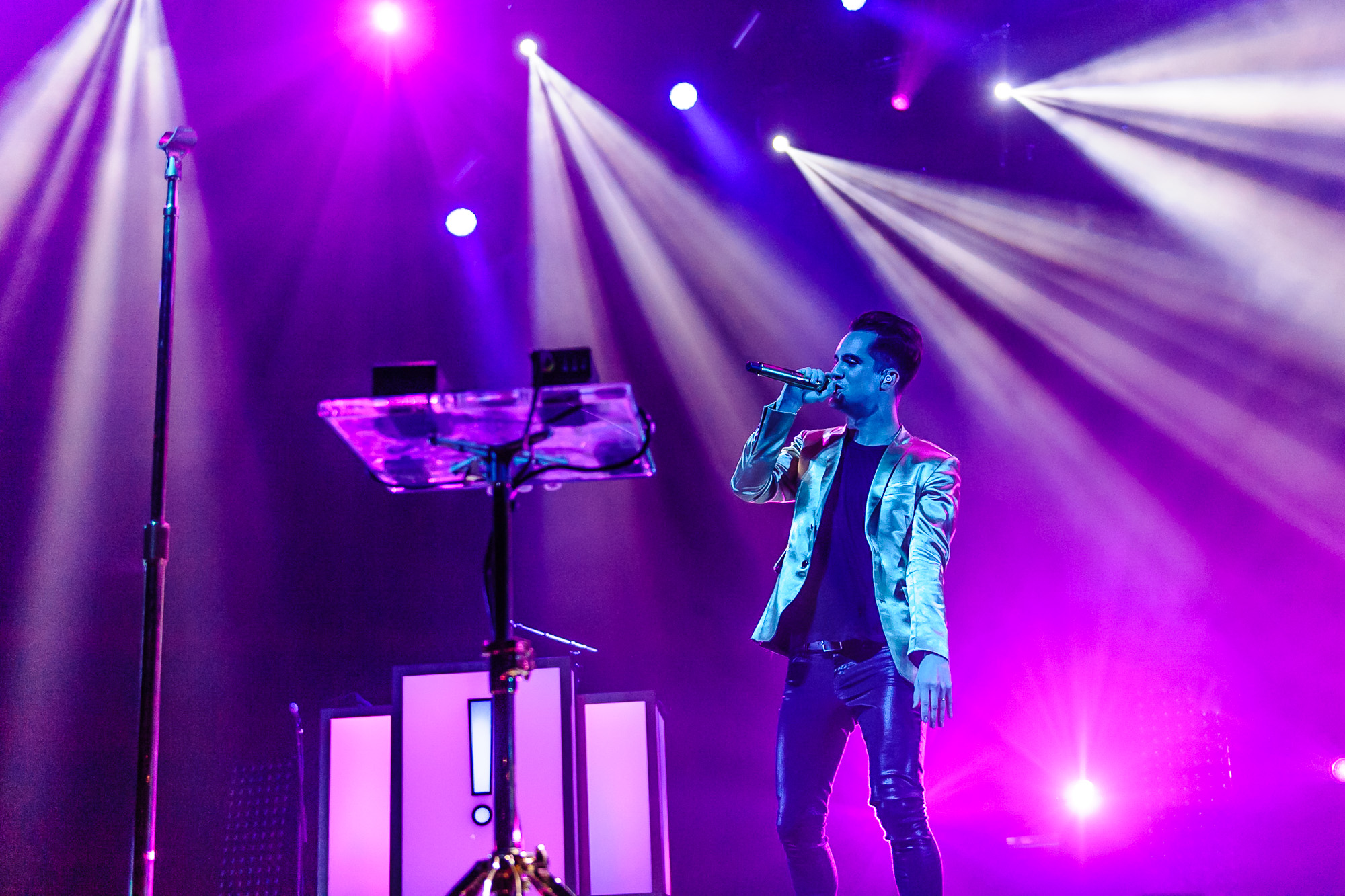 Blu_009020140802Panic_at_the_Disco_performs_in_concert@Mohegan_Sun.jpg