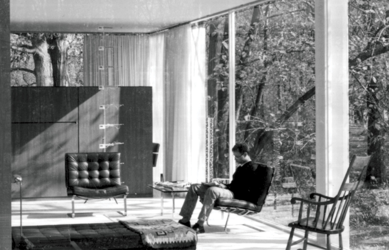 Portable thermographic device at the Farnsworth House