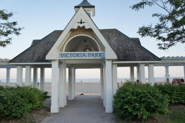 entrance to victoria park beach