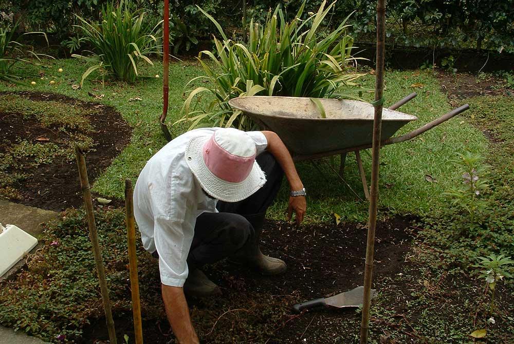 drp-soil-digging-1000px.jpg