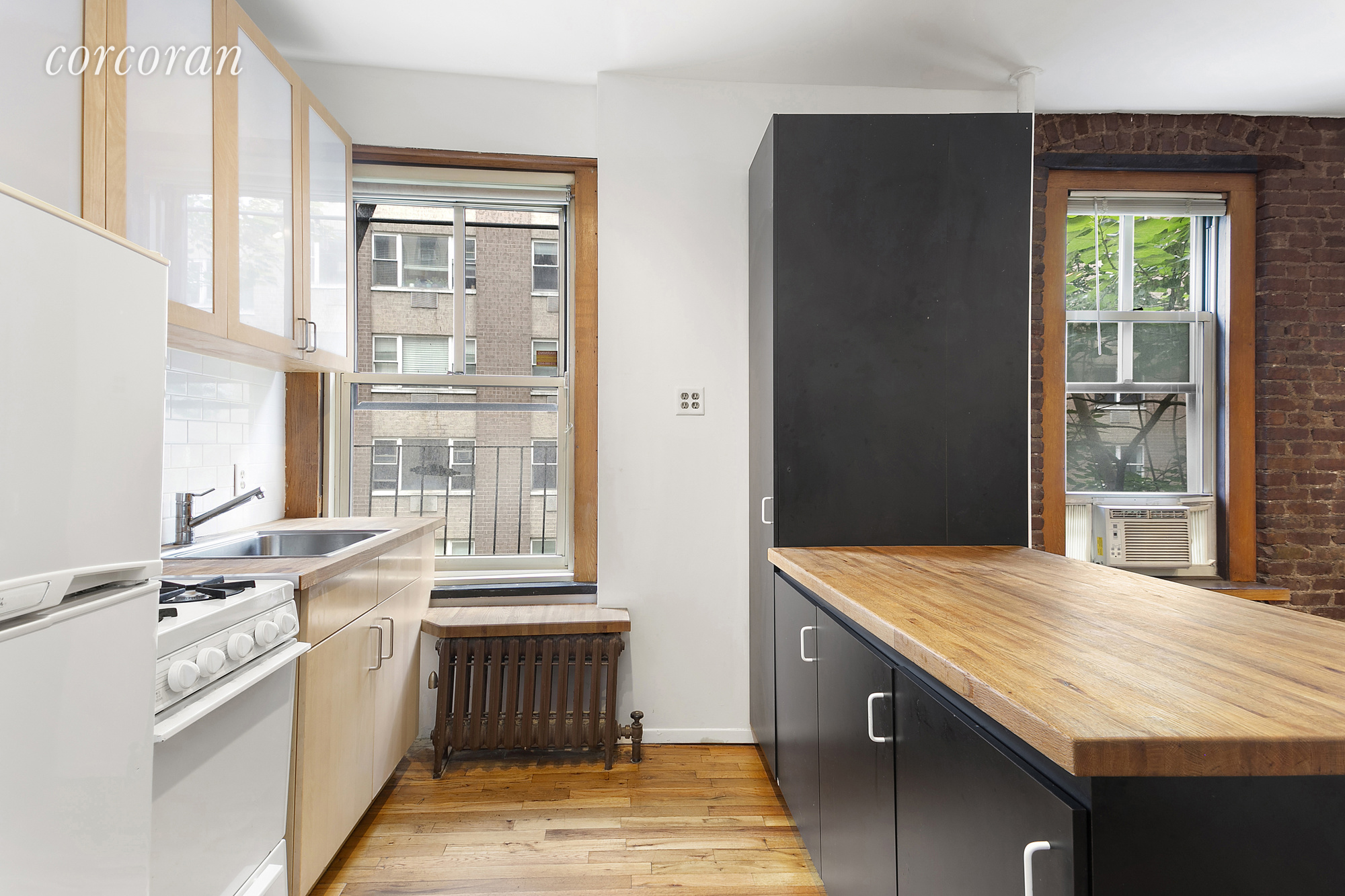 308 Mott #1C  has all the NOHO charm you've been looking for - exposed brick throughout, tons of light, high ceilings and a renovated kitchen. The apartment is located on the third floor of a walk-up building.