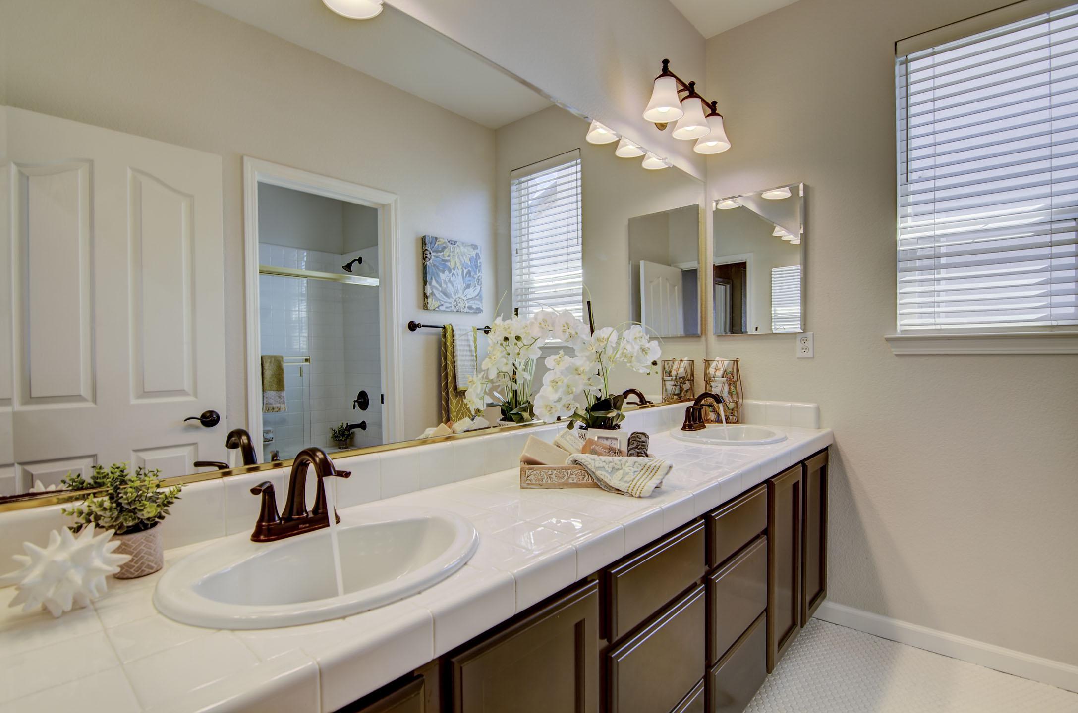 24 Bath.JPG
