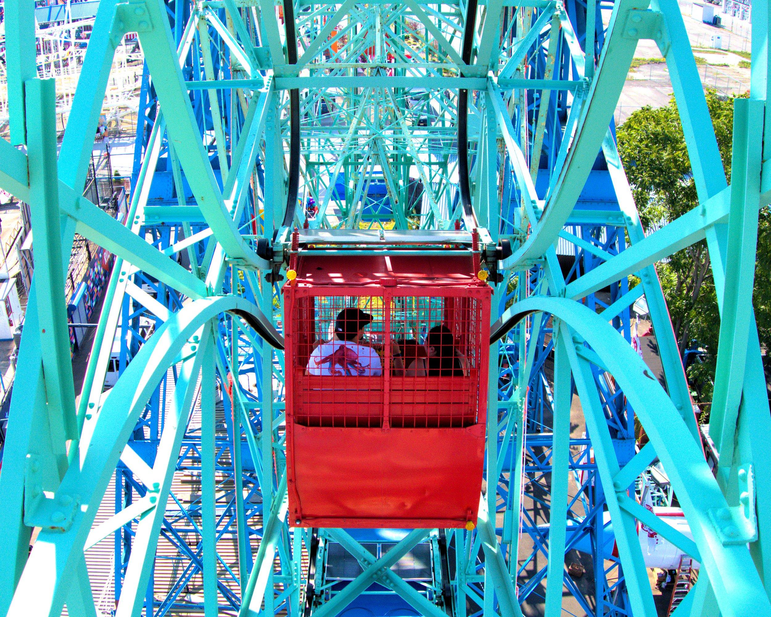 deno's wonder wheel ferris wheel cart