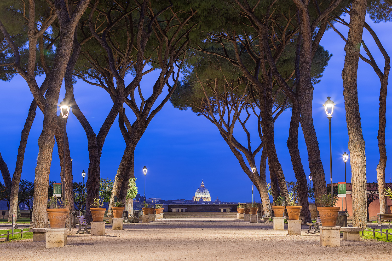 Blick durch den Orangengarten auf den St. Peters Dom