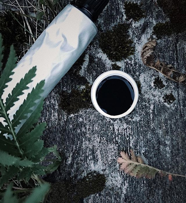 A wild thing just happened! We got a tube of our new charcoal toothpaste tested right in the middle of wilderness. Literally sitting on the trunk & brushing teeth before jumping to sleep into the ⛺️ So fresh, so clean clean! #wild #exploring #nature #camping #charcoaltoothpaste #smile #activatedcharcoal #whiteteeth #smiles #teethwhitening #whitesmile #natural #naturalbeauty
